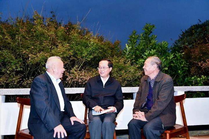 首页>> 廉政动态  车俊在台州大陈岛宣讲党的十九大精神时强调 11月2